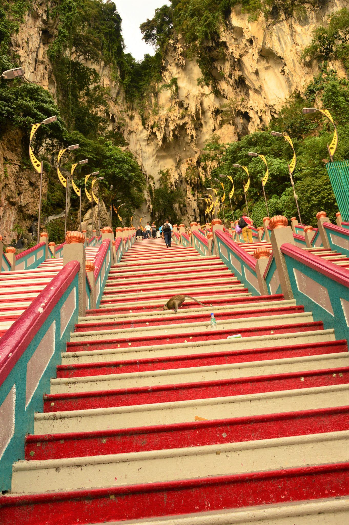 The long stairs heading up to Batu Caves