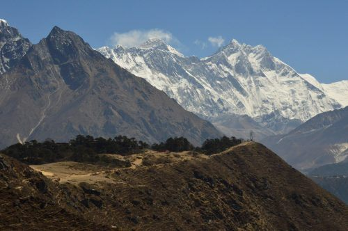 view of mount everest along the everest base camp trek