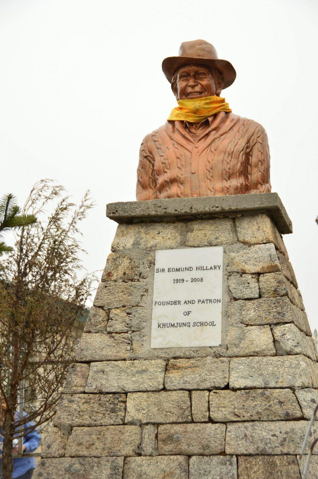 statue of sir edmund hilary kunde nepal