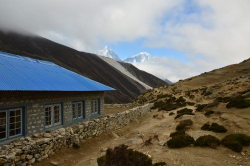 dingboche tea house with mountains behind everest base camp trek