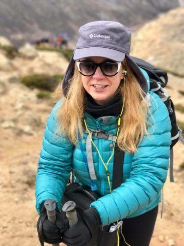 female trekker on the everest base camp trek