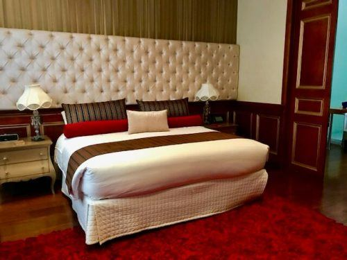 King sized bed room at Hotel Orchids Bogota
