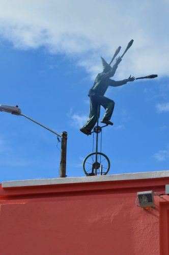 sculpture of man juggling on unicycle bogota