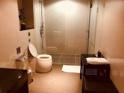 bathroom gate c lounge bangkok airport