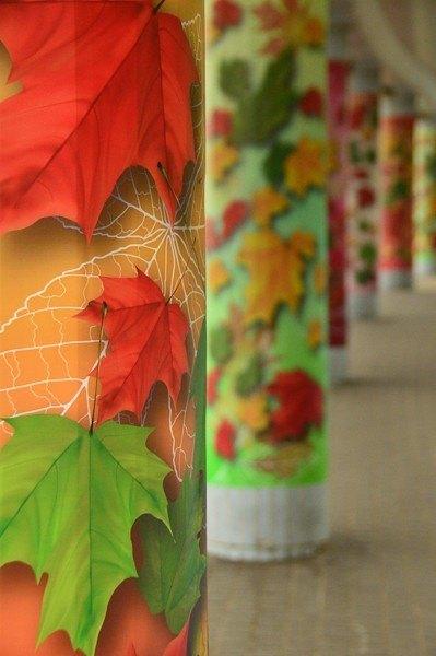 hong kong mongkok columns with leaf patterns
