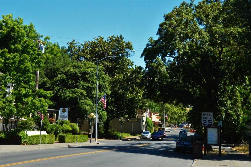 street into downtown Calistoga California