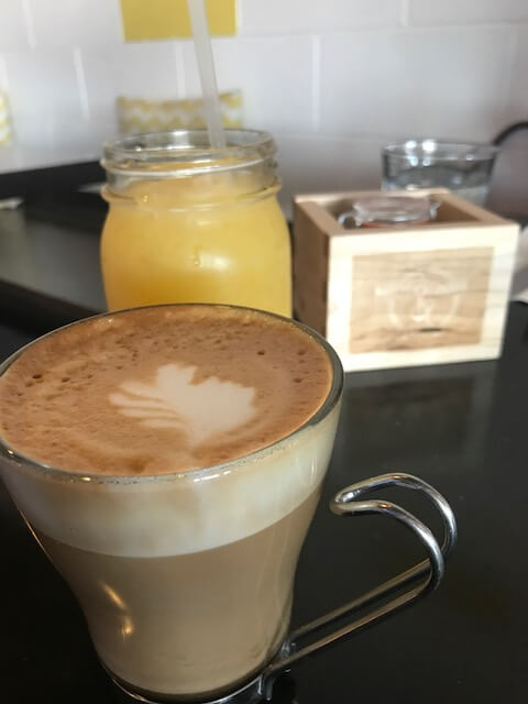 flat white coffee and orange juice at finders and makers las vegas