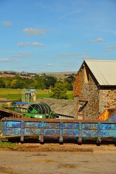 Quicks Farm Exeter farmhouse and outdoor area