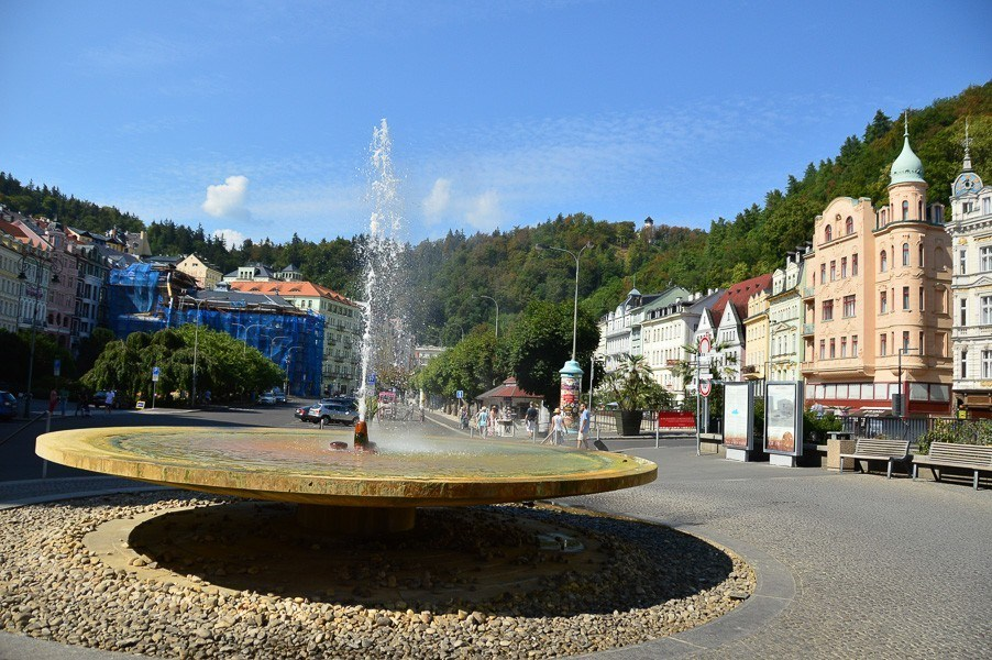 hottest spring in Karlovy Vary with buildings behind