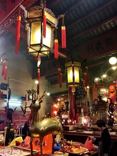 hong kong man mo temple inside