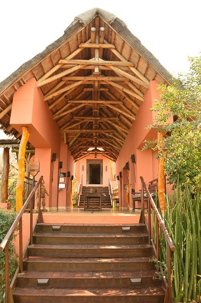 entrance to thanda safari lodge