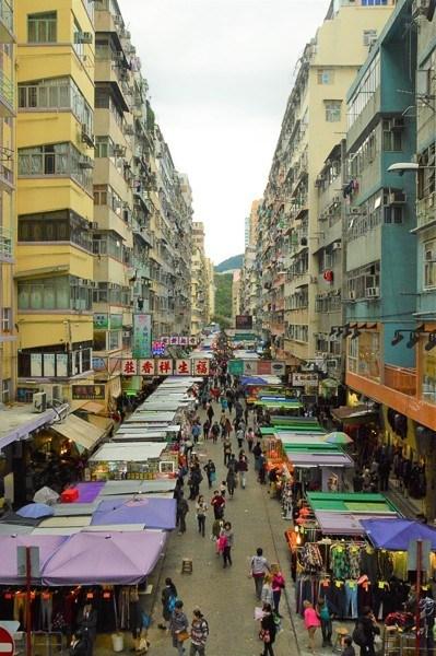 hong kong streets in mongkok