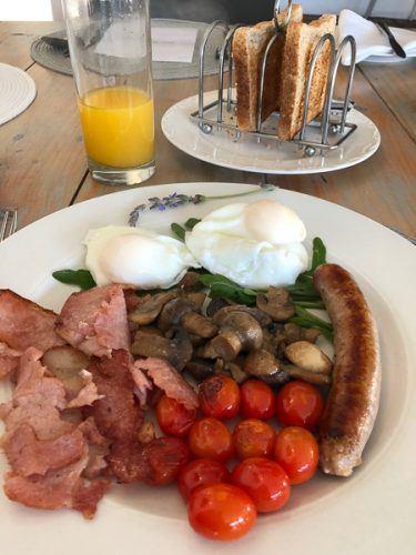whale rock luxury lodge breakfast