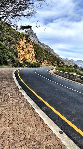 A scenic road on the way to Hermanus South Africa