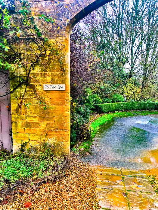 Sign to the Spa at Bruern Cottages