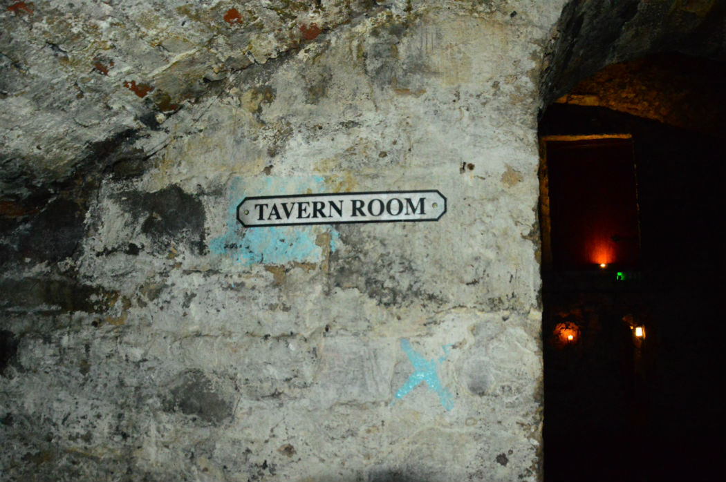 the old tavern room on the edinburgh vaults tour