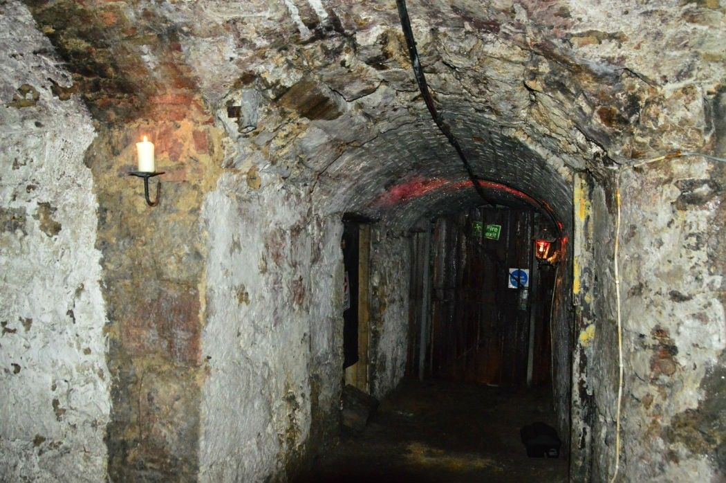arched corridor in the edinburgh vaults