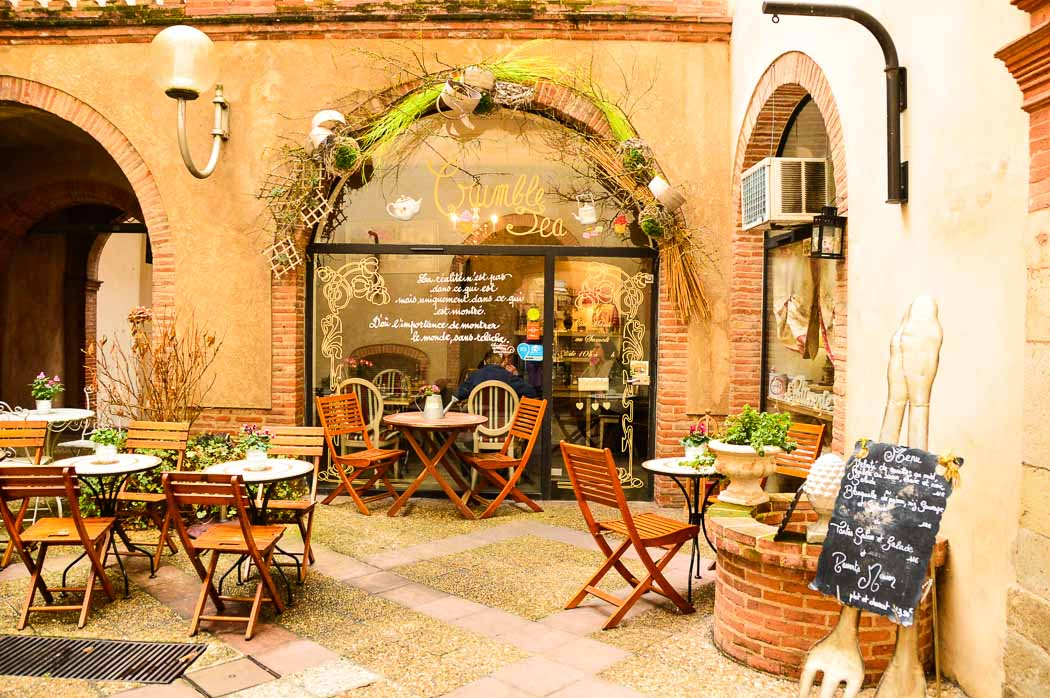 cafe with outdoor seating in Montauban