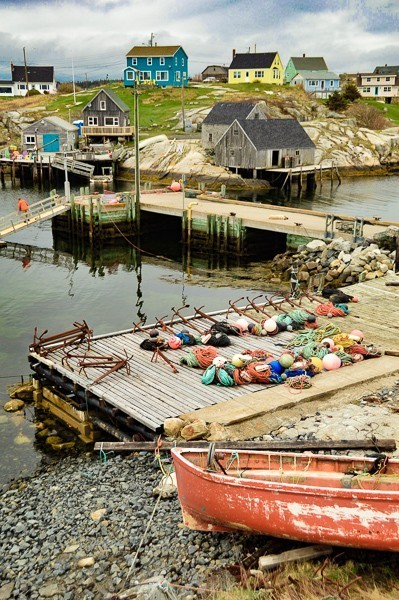 peggys cove houses and boats on the harbour