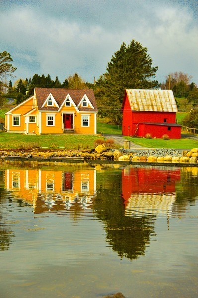 colourful houses on the Lunenburg harbou