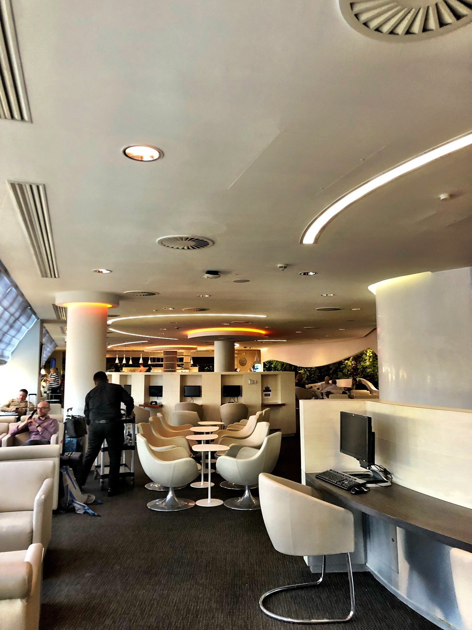 air-france-a380-business-class-review-lounge-at-heathrow