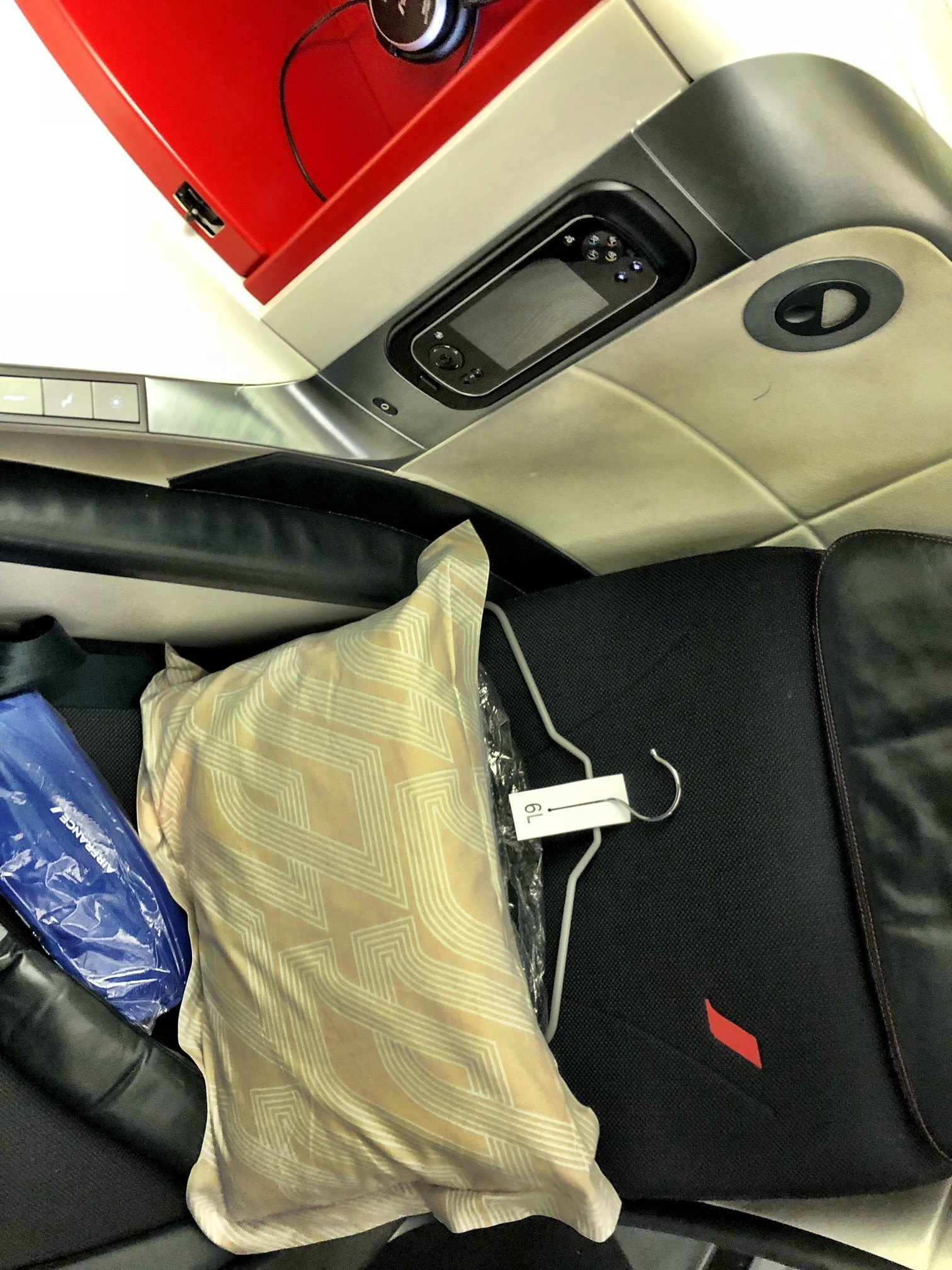 business class seat on the 777 between paris and johannesburg