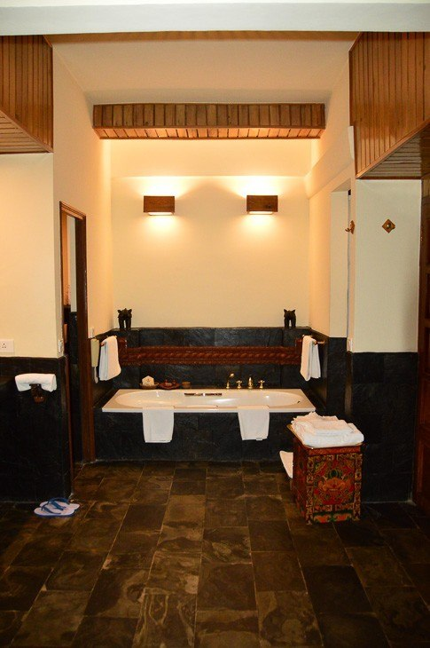 dwarikas hotel kathmandu bathroom