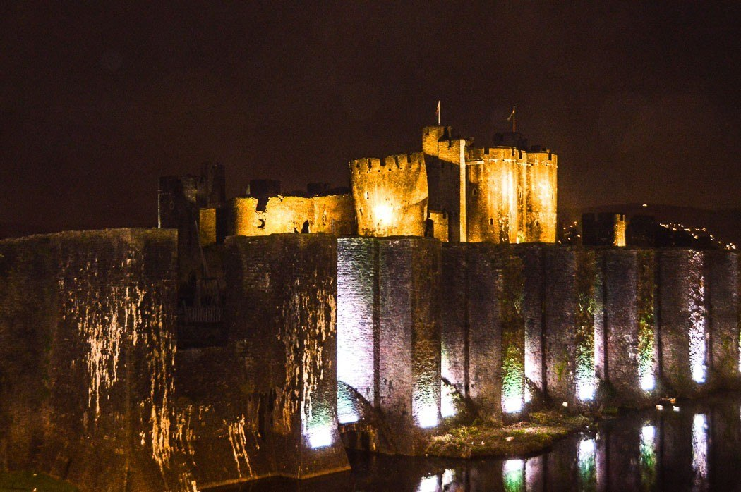 caerphilly-castle-floodlit-at-night