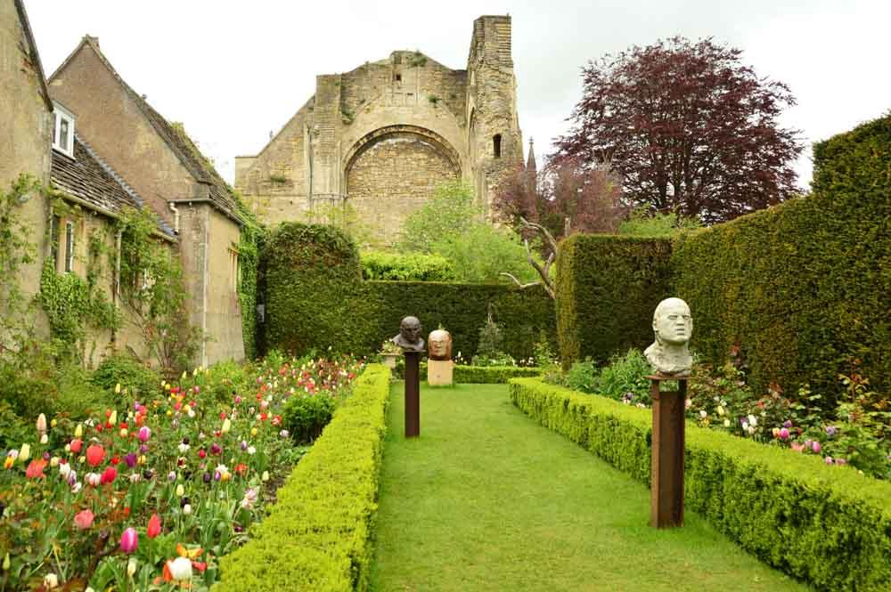 england_cotswolds_malmesbury-abbey-gardens