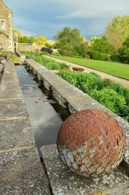 england_cotswolds_whatley-manor-exterior-sculpture