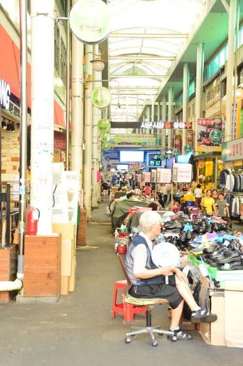 korea_daegu_seomun-market-aisle