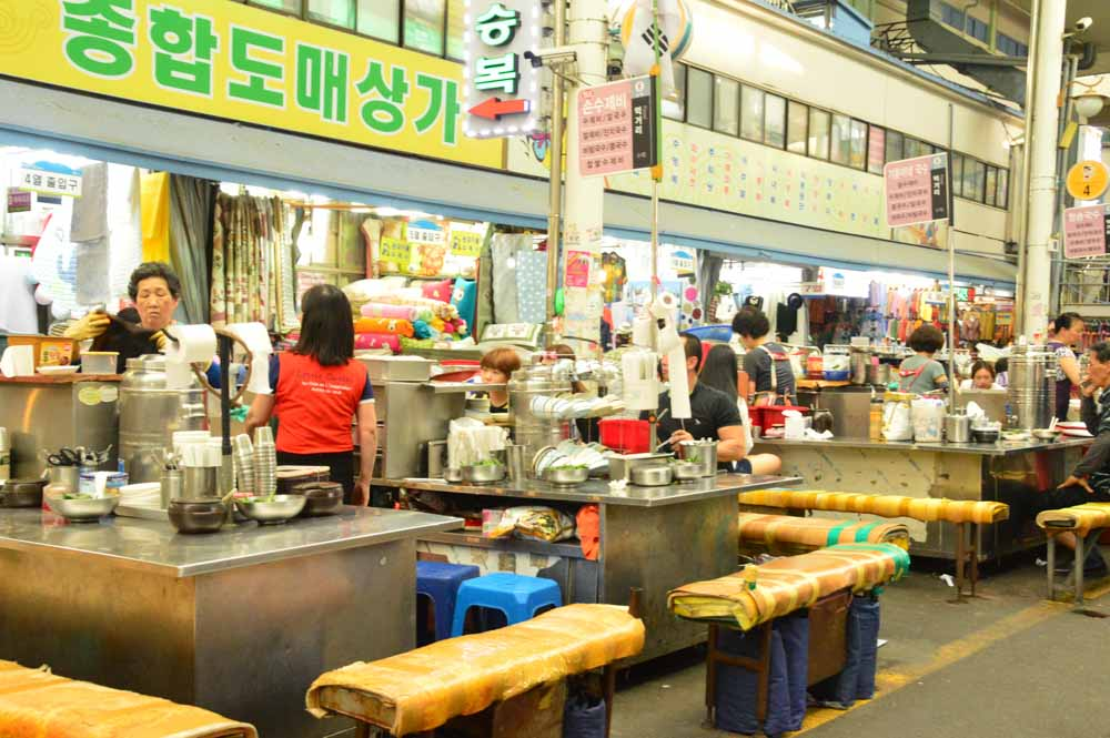 korea_daegu_seomun-market-eating-area