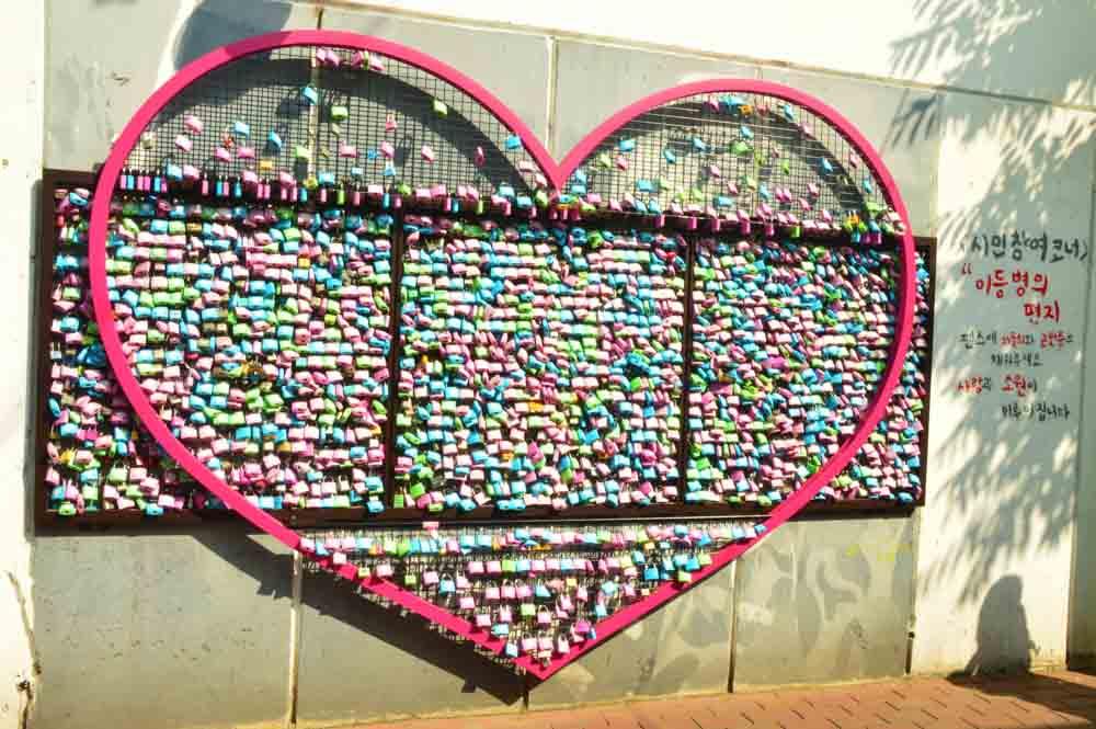 korea_daegu_wall-of-locks