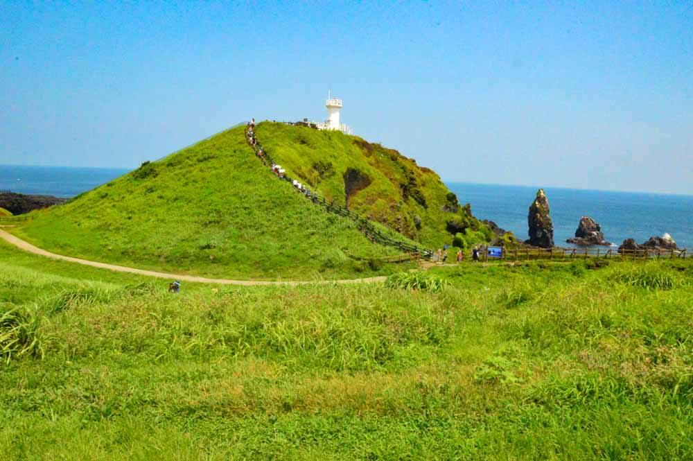 walking around Seopjikoji mound of land and lighthouse