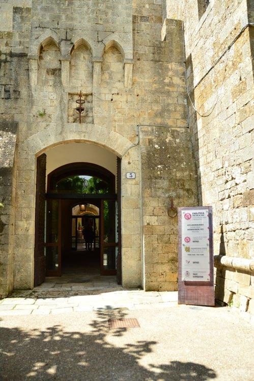 Italy_Montepulciano_consorzio-del-vino-main-entrance