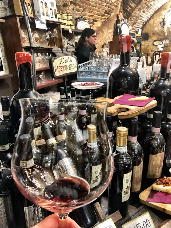 Italy_Montepulciano_ercolani-wine-glass
