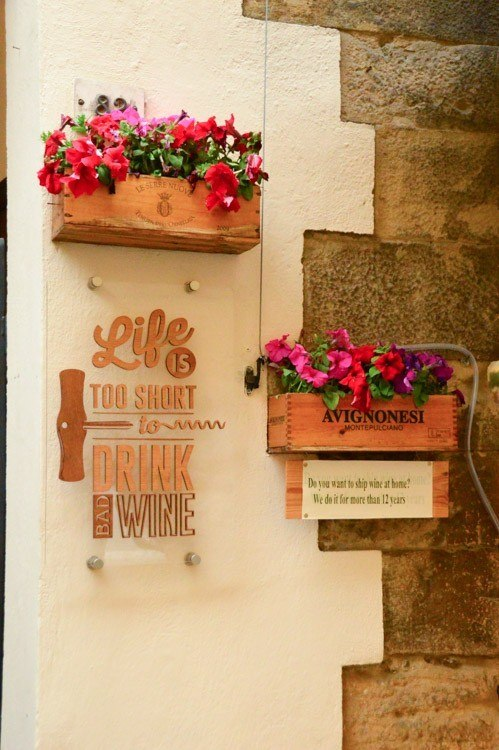 Italy_Montepulciano_wine-sign