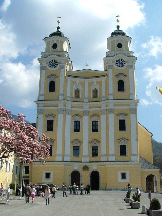 austria_salzburg_mondsee-cathedral.