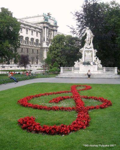 austria_vienna_mozart-statue