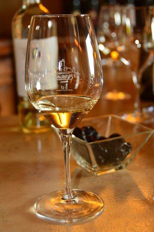 italy_montepulciano_banfi-wine-glass