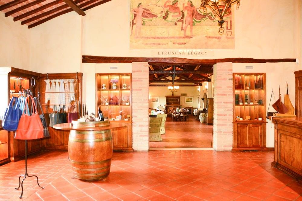 italy_montepulciano_banfi-wine-tasting-room