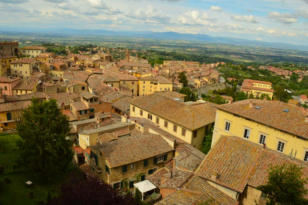 italy_montepulciano_roof-tops