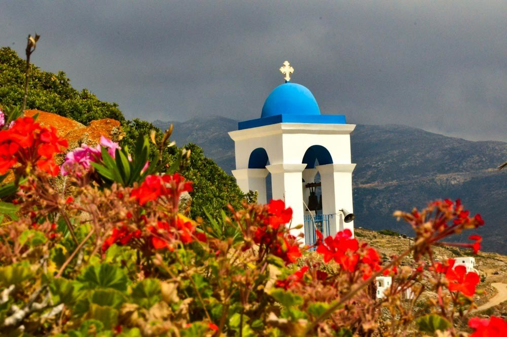 greece_ios_hora-blue-white-church-steeple