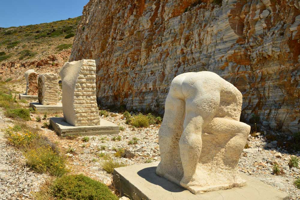 greece_ios_modern-art-statues