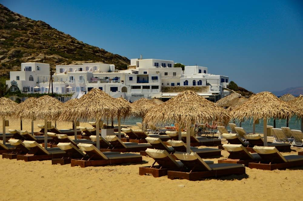 greece_ios_mylopotas-beach-sun-loungers-and-umbrellas