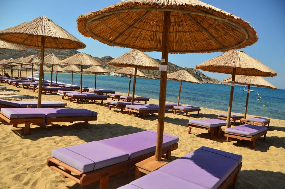 greece_ios_mylopotas-purple-sun-loungers-beach