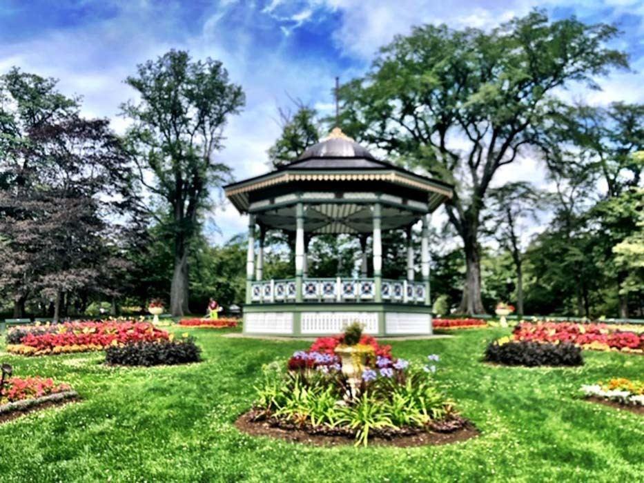 Canada_Novascotia_halifax-gardens-bandstand