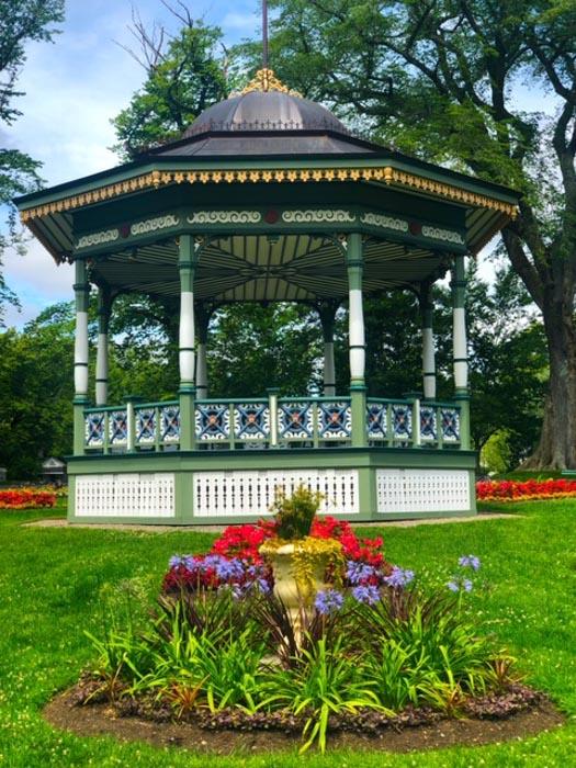Canada_Novascotia_halifax-gardens-bandstand-flowers