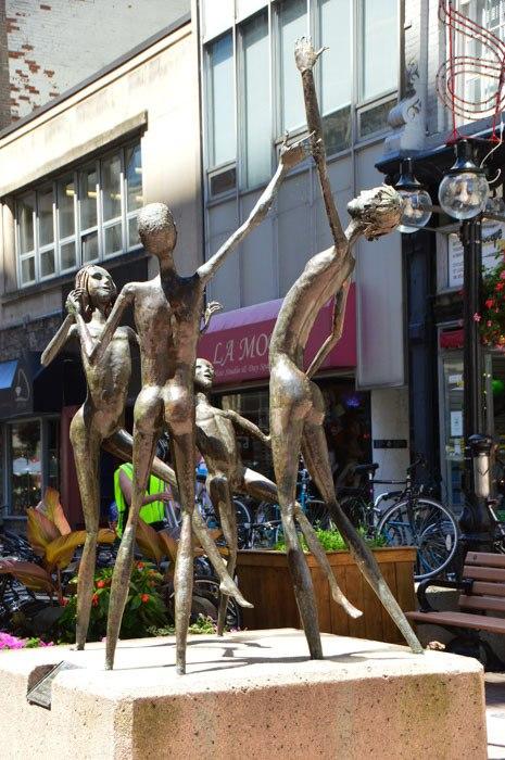 Canada_ottawa_sparks-st-sculpture