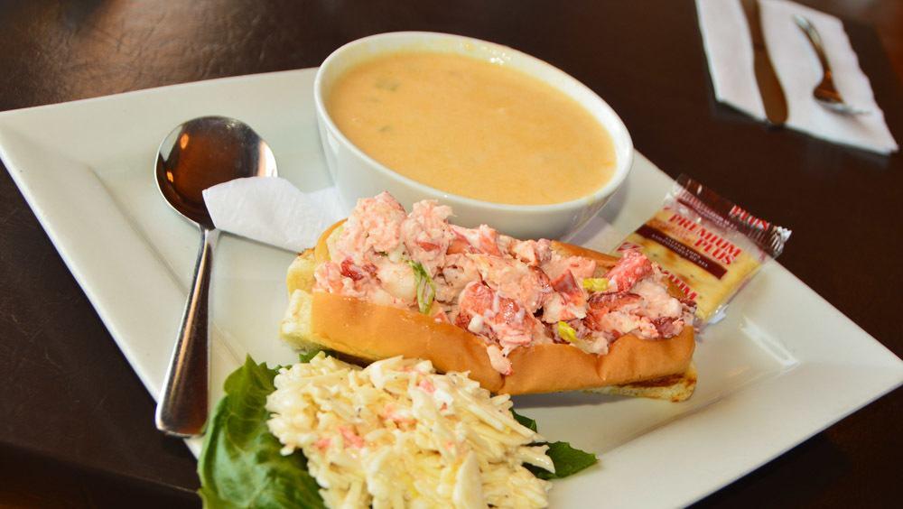 canada_new-brunswick_alma-boathouse-lobster-roll-chowder